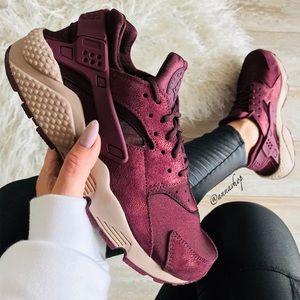 NWT Nike Huarache Run burgundy